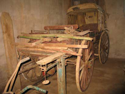 017,-old-wagons-in-store-on
