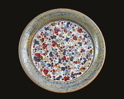 Current Work 014 - Large platter / charger - 580 mm diameter. Reduction-fired stoneware. David Schlapobersky & Felicity Potter
