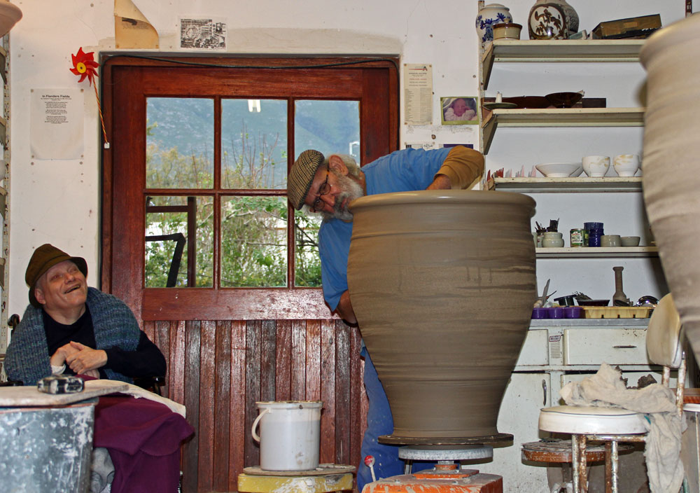 David Schlapobersky throwing big pots, 20160519,-IMG_0020
